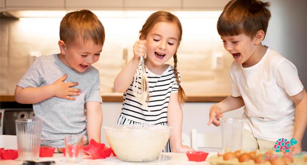 utensilios de cocina y alimentación para niños
